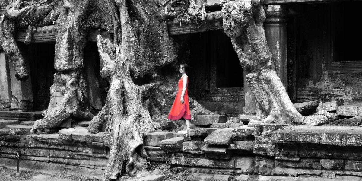 Modelling at tree of Preah Khan - pinterjuco.hu
