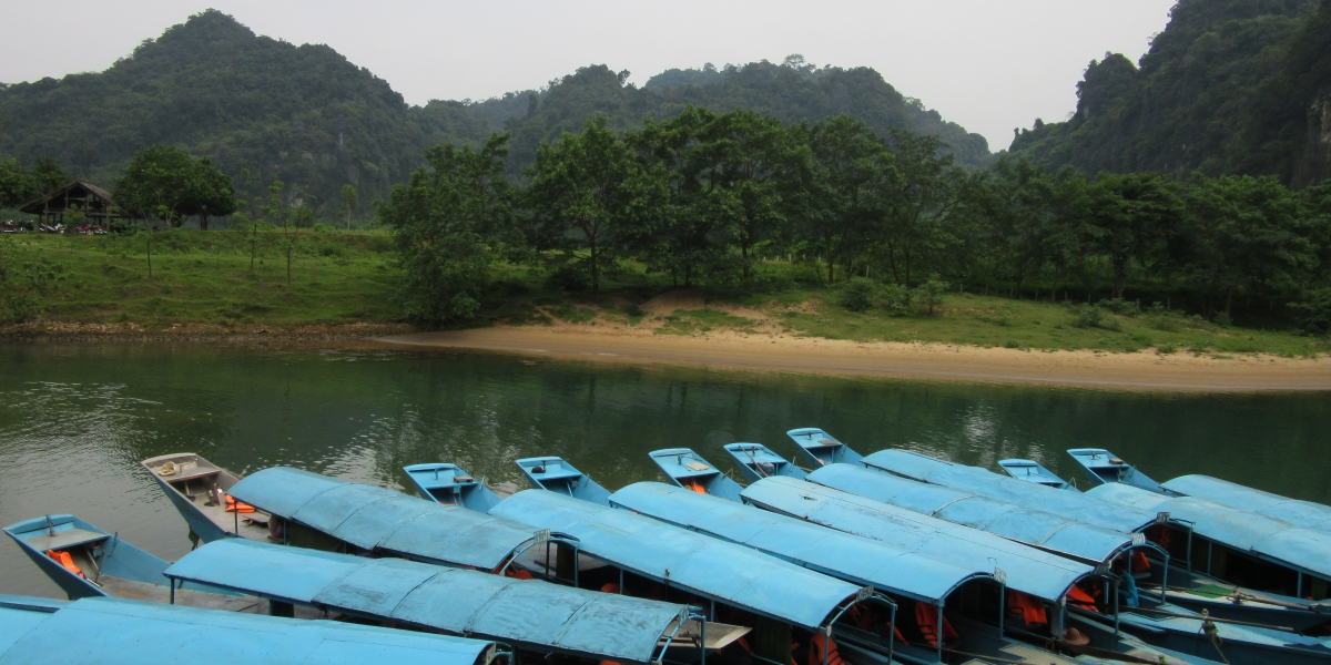 Phong Nha boats - pinterjuco.hu