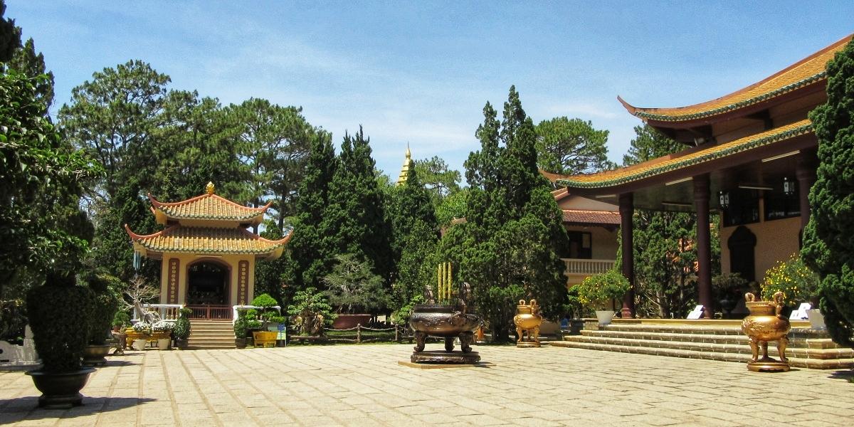 Truc Lam Pagoda - Dalat - pinterjuco.hu