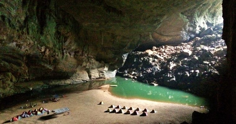 Hang En – the third largest cave of the world